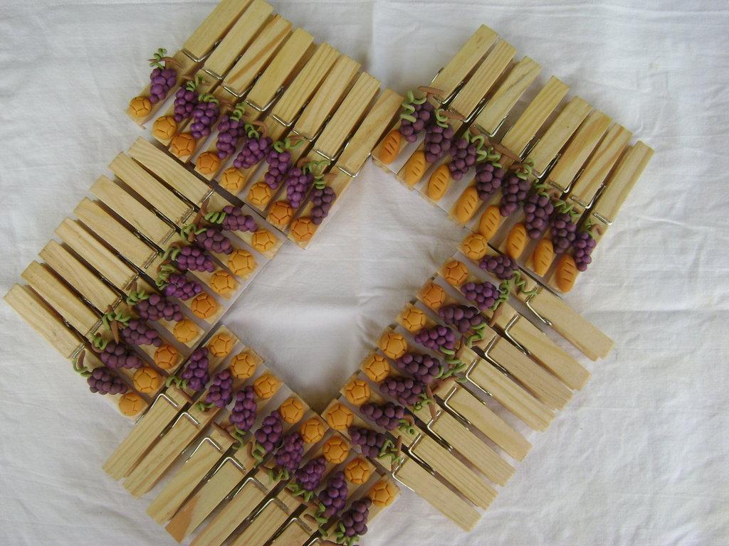 Mollette di legno segnaposto con applicazioni varie in - Oggetti in legno per la casa ...