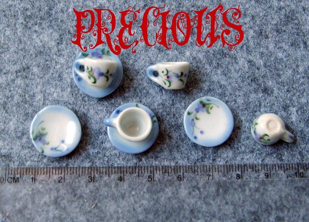 Miniatura tazzina con piattino fiori