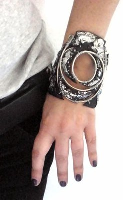 Etnic silver black cuff