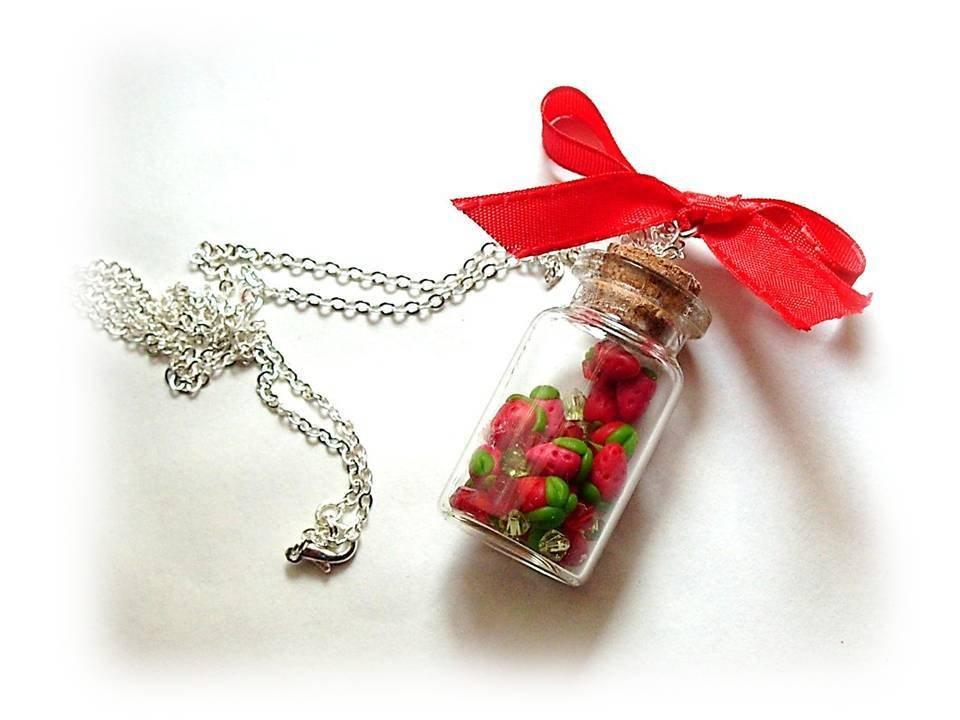 Collana bottiglietta fragoline-fimo