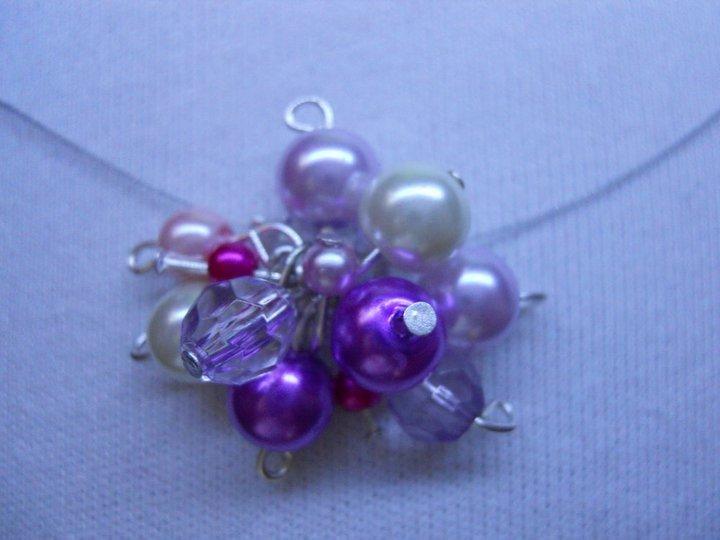 collana con ciondolo di perle