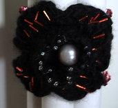 Bracciale in lana nera all'uncinetto