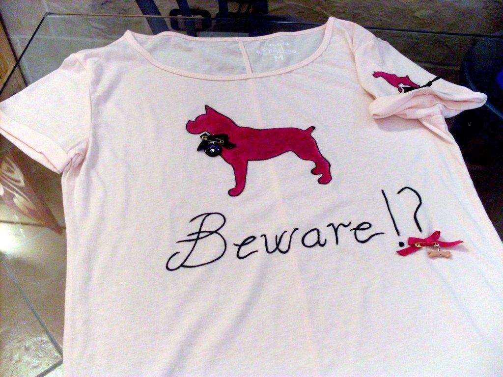 T-Shirt dipinta e decorata a mano