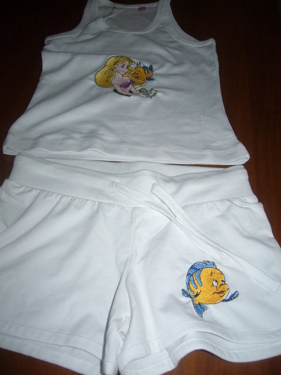 """completino bimba5/6 anni  maglietta e pantalone corto personaggi """"la sirenetta"""""""