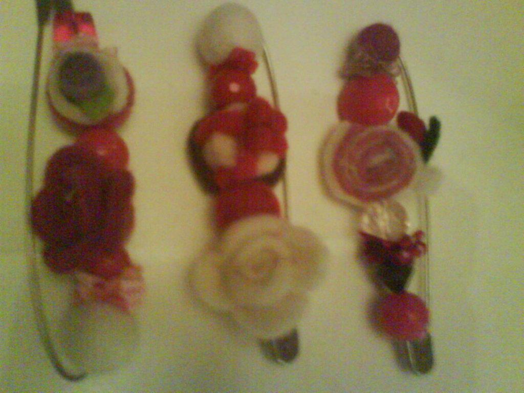spillone con perle e feltro