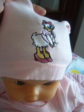 cappellino neonata con ricamata paperina