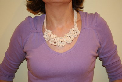 collana rose bianche