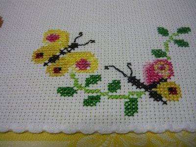 Bordura farfalle punto croce donna abbigliamento di for Punto croce fiori e farfalle