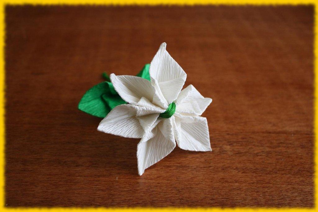Fiore composito bianco