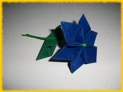 Fiore composito blu