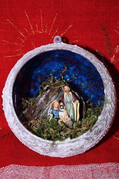 Sfera natalizia con Natività