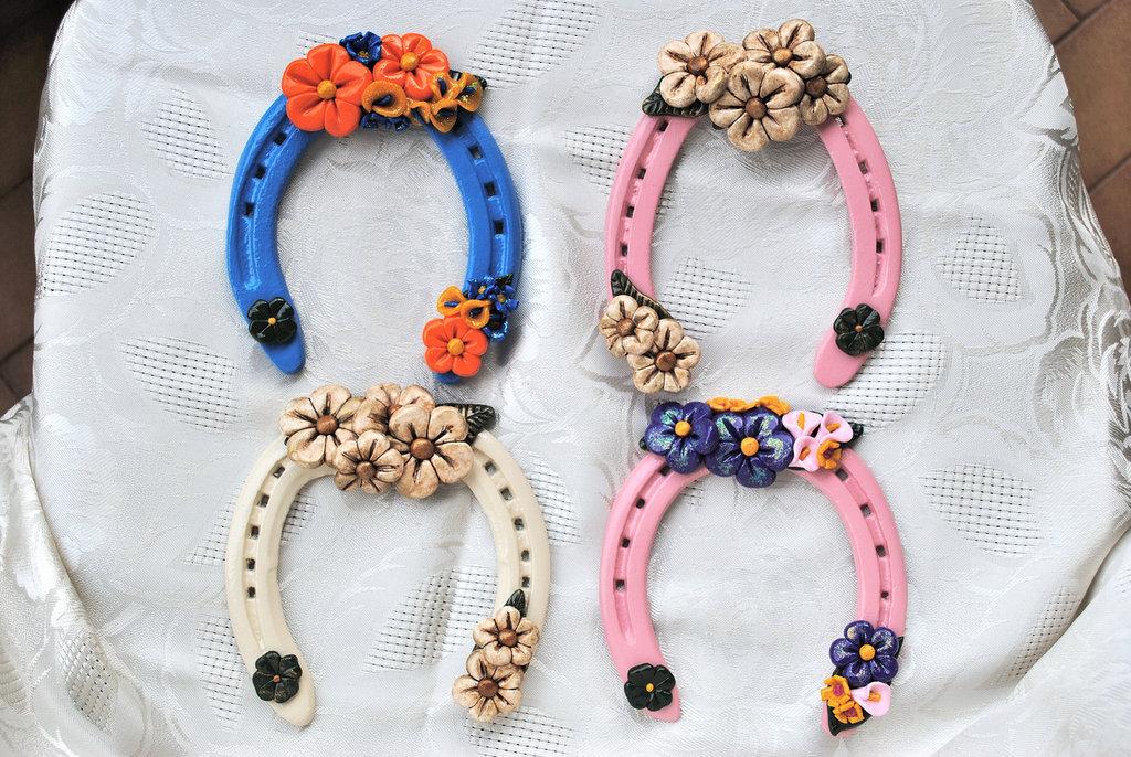 Ferri di cavallo originali decorati con pasta sintetica for Oggetti originali