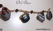 Bracciale con catena color oro e borse Vuitton,Chanel,Gucci,Fendi in miniatura pendenti...
