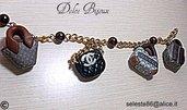 Bracciale con catena color oro e borse Vuitton,Chanel,Gucci,Fendi in miniatura pendenti...