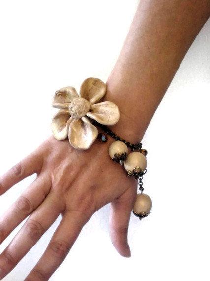 The crystal flower bracelet