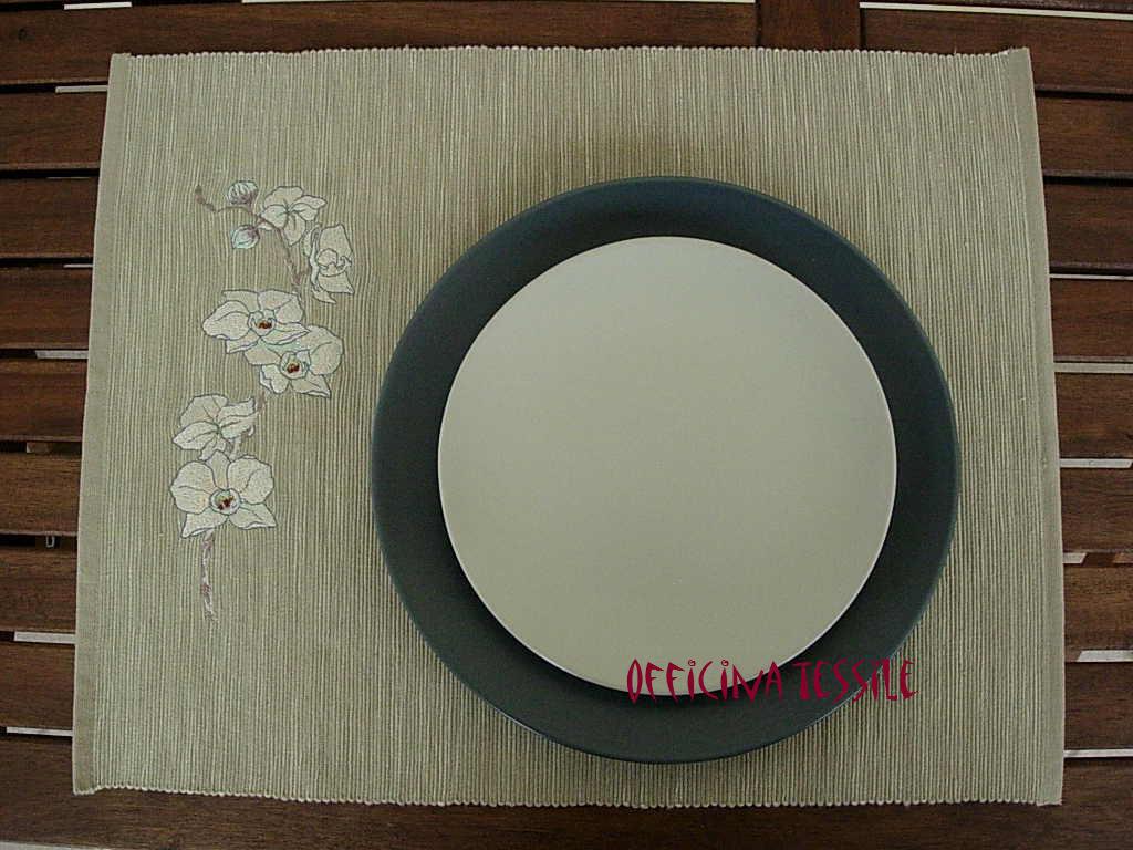 Orchidea sul tavolo