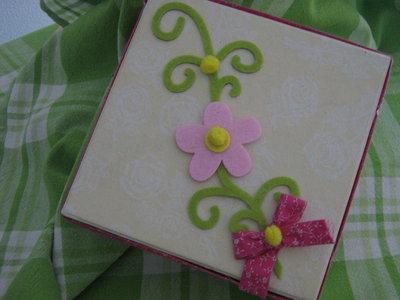 scatola con fiori rosa