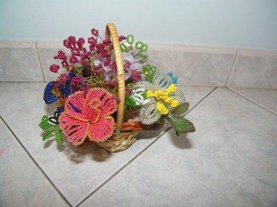 cestino con fiori di perle