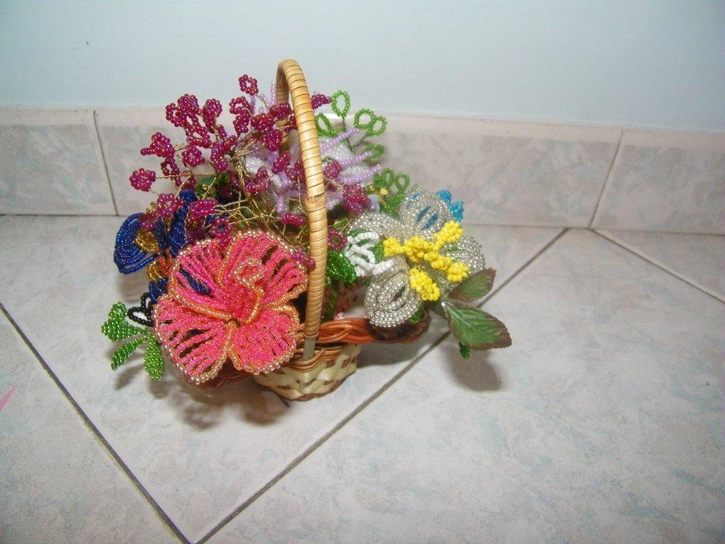Cestino con fiori di perle per la casa e per te for Fiori con la e