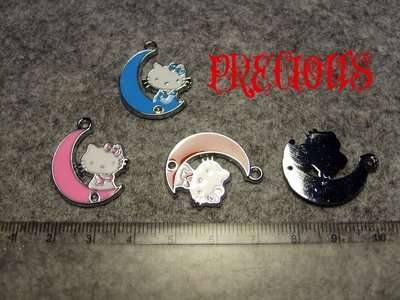 Charm/connettore smaltato Hello Kitty su luna