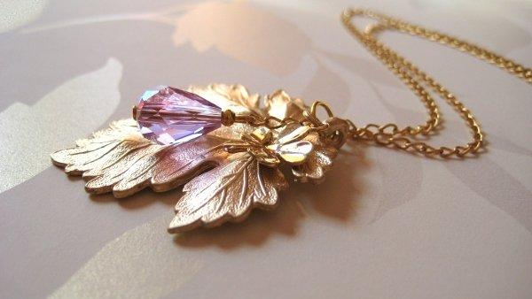 Collana foglia acero placcata oro con cristallo color ametista gioielli fatti a mano
