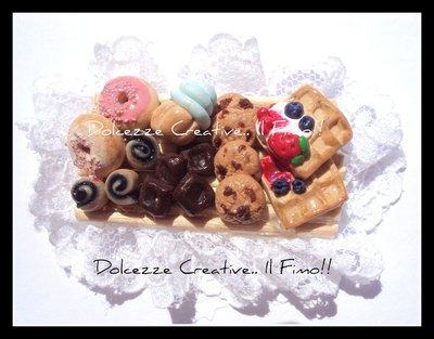 ★★SALDI Spilla Colazione - Waffel, cioccolata, fragole,panna, cupcake, donut, cookie, girelle :) in fimo e cernit