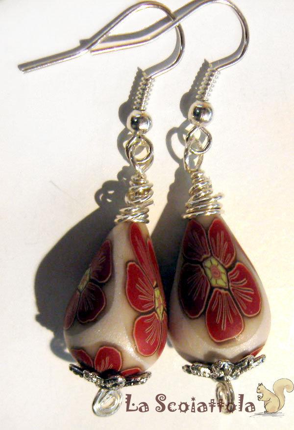 Orecchini bianchi e rossi #046