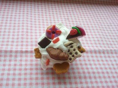 spilla pasticcino cioccolato e panna