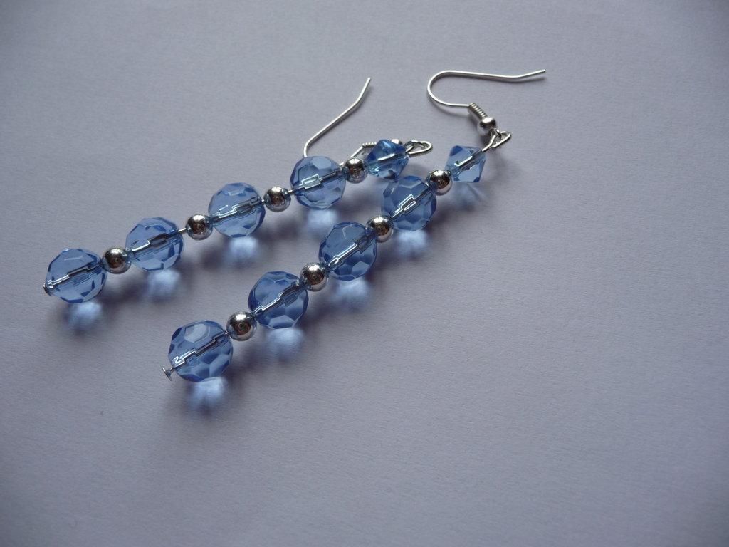 Orecchini lunghi con cristalli azzurri