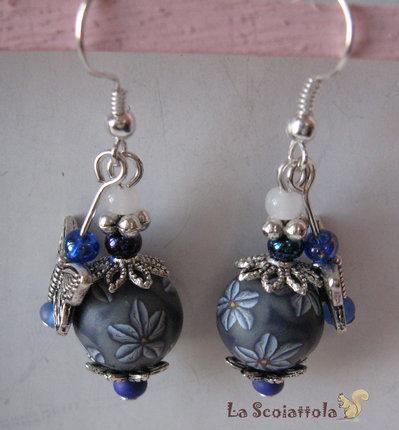 Orecchini blu con farfalla #001