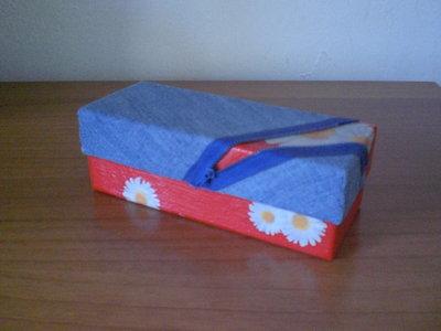 scatola con decoupage, jeans e cerniera
