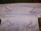 Asciugamani ricamati lilla