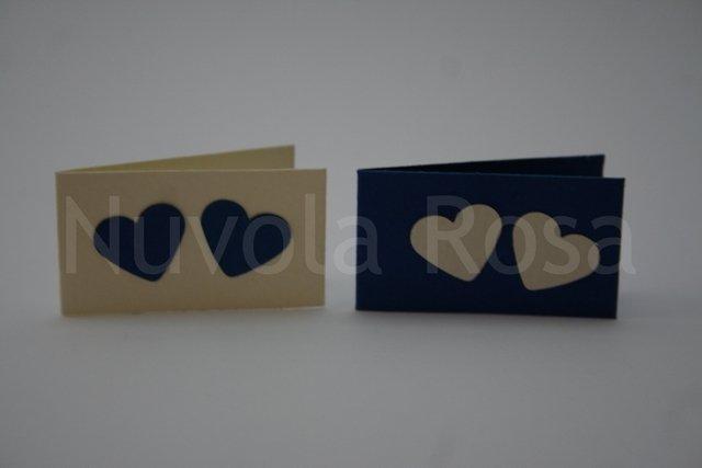 Bigliettino bomboniera blu con cuori