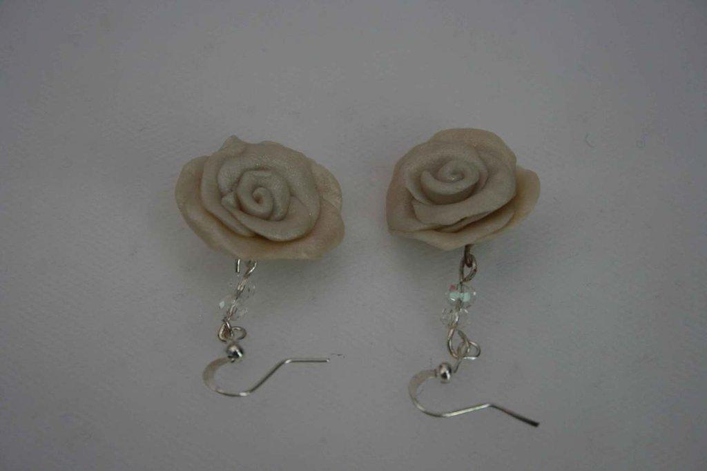 orecchini con rose e cristalli