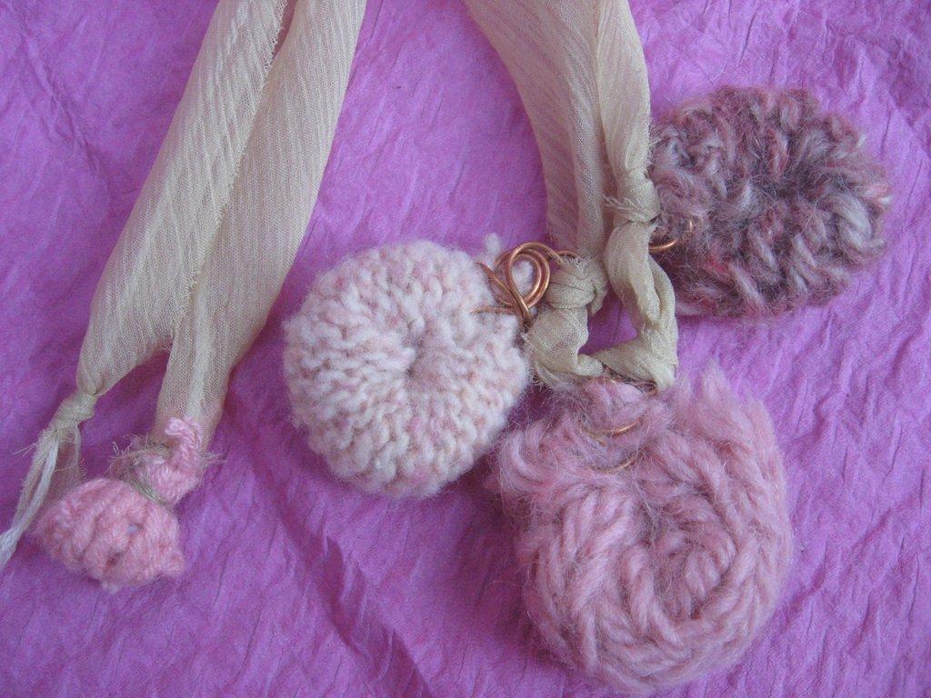 girocollo di lana e organza