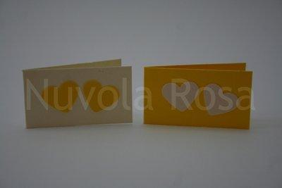 Bigliettino bomboniera giallo con cuori