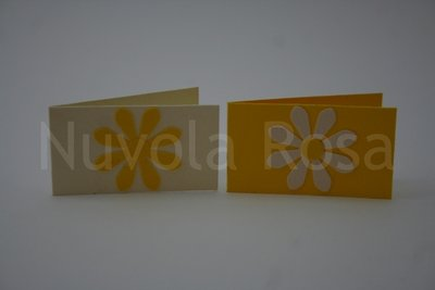 Bigliettino bomboniera giallo con fiore