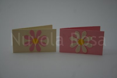 Bigliettino bomboniera rosa con fiore
