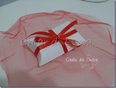 Scatola confetti in carta gelso con dettagli rossi