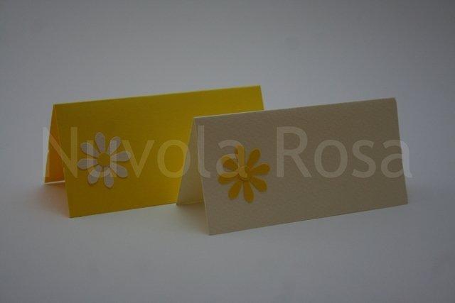 Segnaposto matrimonio giallo con fiore