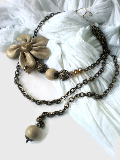The crystal bronze flower necklace