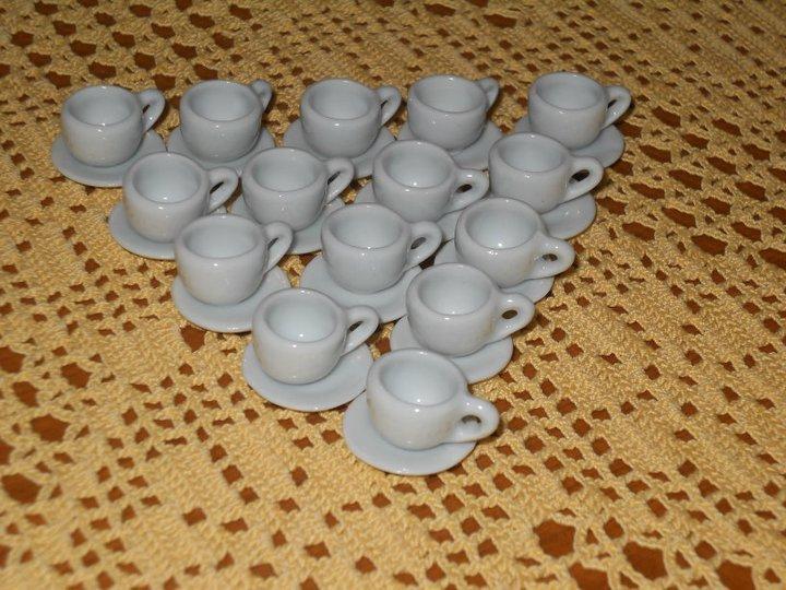 Tazzine con piattino in ceramica in miniatura