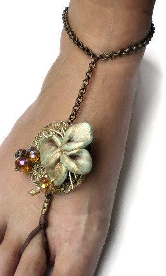 The crystal bronze butterlfy cavigliera