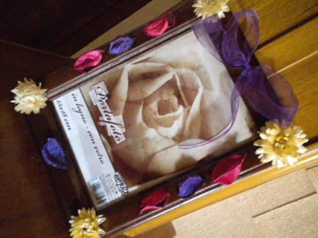 Cornice in legno fiorita
