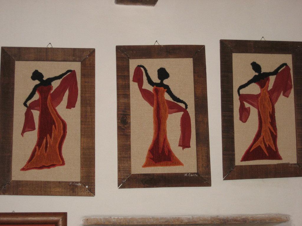 LE DANZATRICI -un tris di quadri in stoffa fatti a mano