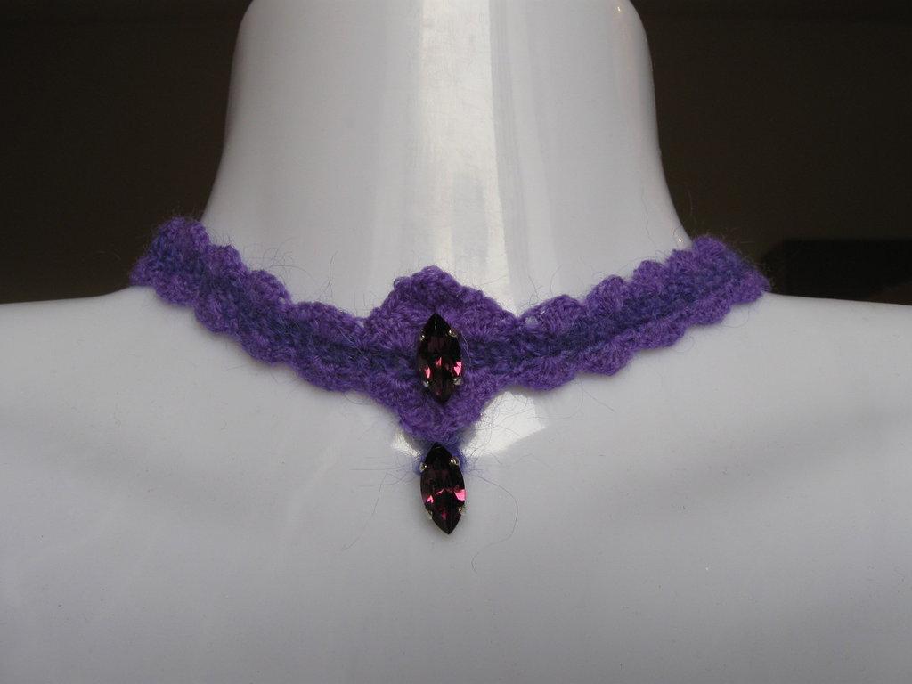 Collarino girocollo collana lana ametista viola cristalli uncinetto collier