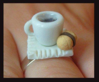 Anello tazzina di caffè e bacio di dama
