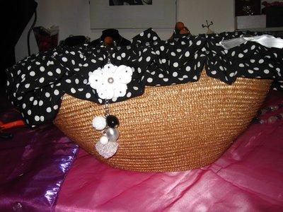 borsa di paglia a pua' bianca e nera