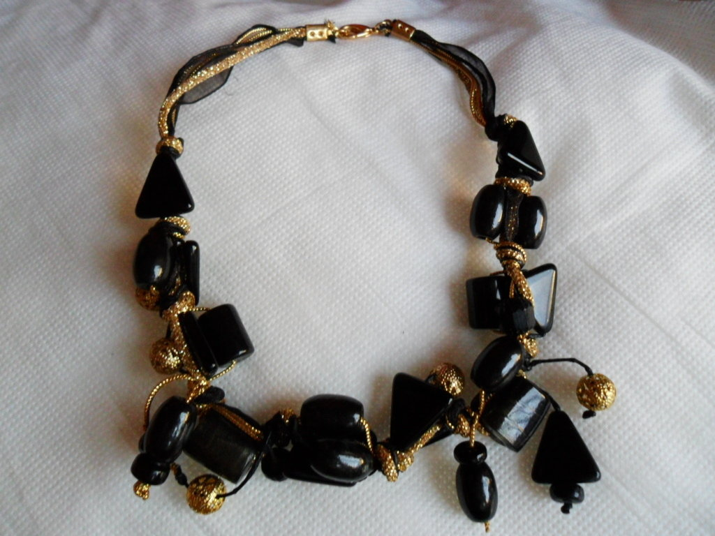 Cristalli neri e oro
