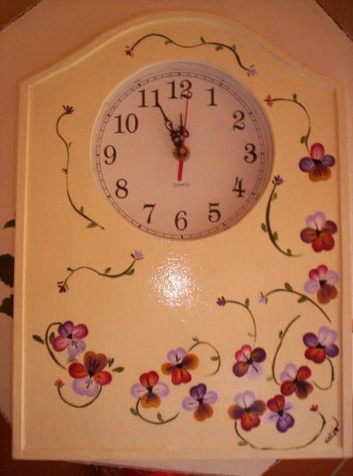 orologio con viole